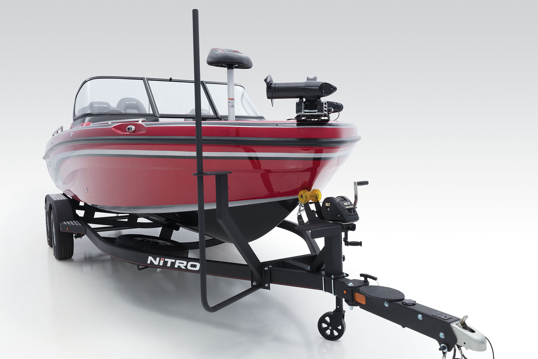 2018 Nitro Zv18 Boat Trailer 4 Pole Connector On Wiring New Integrated Boarding Step W Safety Handle For Easier Reboarding At Bow While Is
